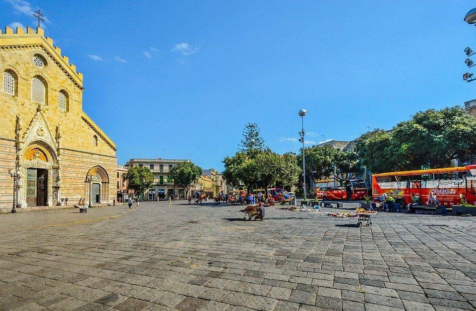 Tra le Isole Eolie, Cefalù e Taormina